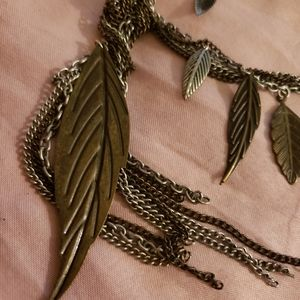 GOTHIC LEAVES NECKLACE